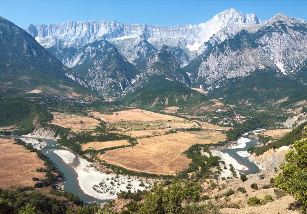 Lazarat Albanie culture cannabis cannabis énormes extensions champs de trafic marijuana mafia