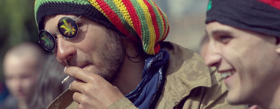 Choisir le cannabis plutôt l'alcool malsain comportement agressif alcoolisme addictif