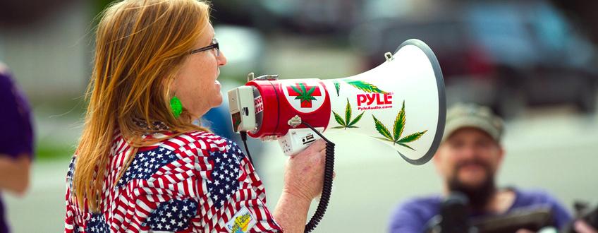 Liaison de l'industrie du cannabis USA californie nouvelle loi du marché Trump  Manifestation de cannabis États américains légalisés Trump
